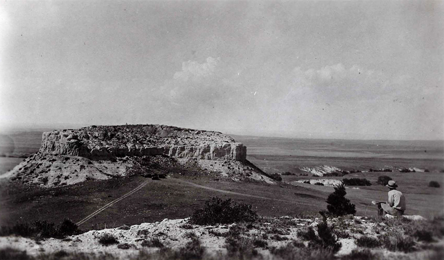 South side of Signal Butte (1931) –  [Nebraska State Historical Society Archeology 25SF1-51].  PHOTOGRAPH BY C.L DOW